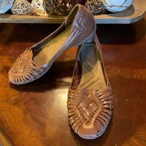 Women's Naturalizer leather shoes.